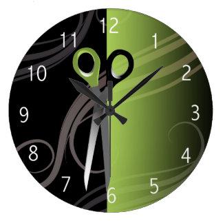 reloj verde elegante del salón de pelo