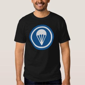 Remiendo aerotransportado del CASQUILLO de WWII Camisetas