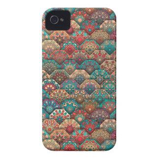 Remiendo del vintage con los elementos florales de carcasa para iPhone 4