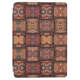 Remiendo del vintage con los elementos florales de cover de iPad air