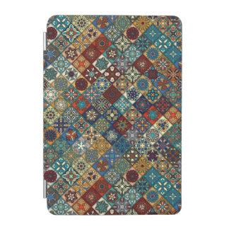 Remiendo del vintage con los elementos florales de cover de iPad mini