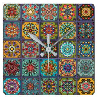 Remiendo del vintage con los elementos florales de reloj cuadrado