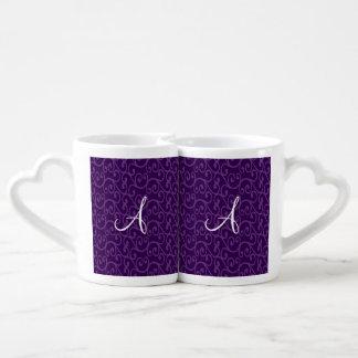 Remolinos de la púrpura del monograma taza para enamorados