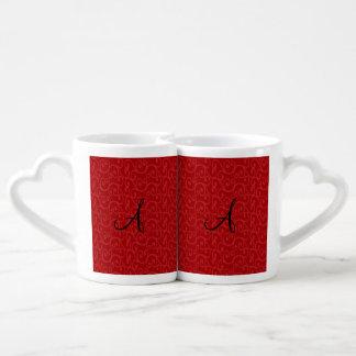 Remolinos del rojo del monograma tazas para parejas