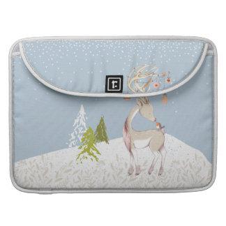 Reno y petirrojo lindos en la nieve funda para MacBook pro