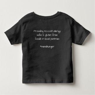 Repare la camiseta del niño