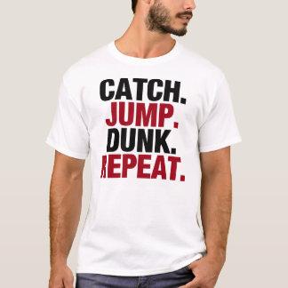 Repetición de la clavada del salto de la captura camiseta