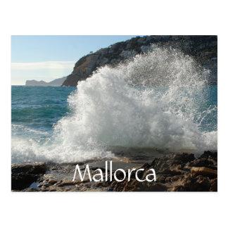 Resaca que se estrella en rocas, Mallorca, España Postal