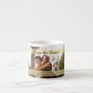 Reserva de encargo del boda de la foto la fecha taza de espresso