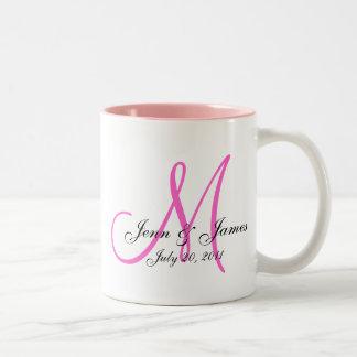 Reserva del novio de la novia del monograma del bo taza de café
