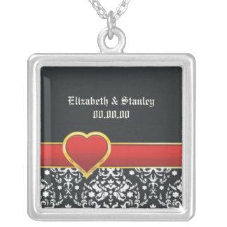 Reserva roja del boda del corazón del damasco blan colgante cuadrado