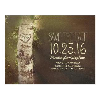 Reserva rústica del país la fecha con el árbol de postal