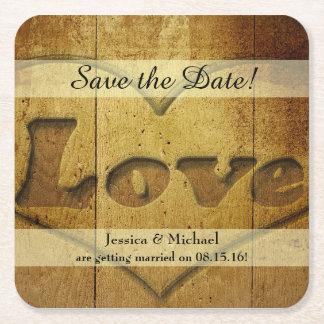 Reserva tallada madera rústica del amor la fecha posavasos de papel cuadrado