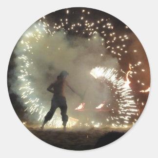 Respiradero y bailarín españoles del fuego pegatina redonda