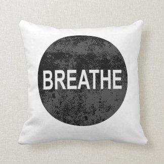 Respire relajan la almohada del regalo de la