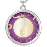 Resplandor de oro Yin y Yang Collar