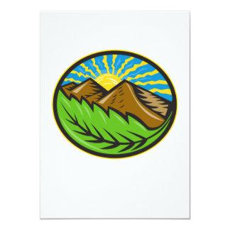Resplandor solar de la hoja de las montañas retro invitación personalizada