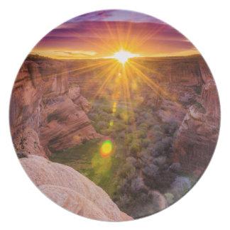 Resplandor solar en Canyon de Chelly, AZ Plato