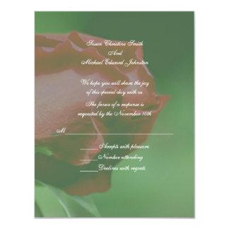 Respuesta floral RSVP del boda del capullo de rosa Invitación 10,8 X 13,9 Cm