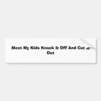 Resuelva mi golpe de los niños él apagado y recórt etiqueta de parachoque