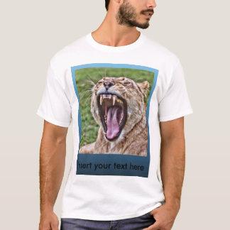 Retrato de la leona del rugido camiseta