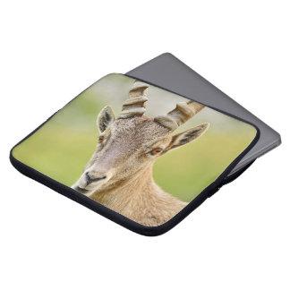 Retrato de un cabra montés funda para portátil