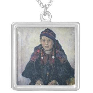 Retrato de un Cossack Woman, 1909 Colgante Cuadrado