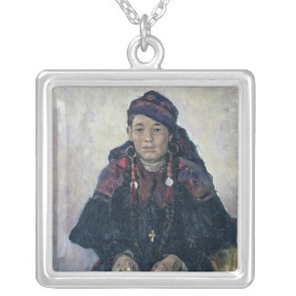 Retrato de un Cossack Woman, 1909 Collar Plateado