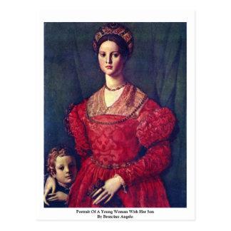 Retrato de una mujer joven con su hijo postal