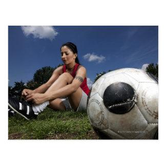 retrato del futbolista femenino que la ata postal