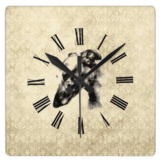 Retrato del galgo en el damasco de marfil elegante reloj cuadrado