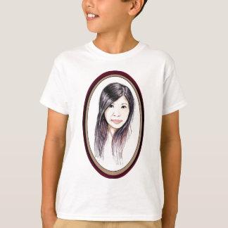 Retrato hermoso de una mujer asiática camiseta