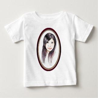 Retrato hermoso de una mujer asiática camiseta de bebé