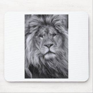 Retrato masculino del león alfombrilla de ratón