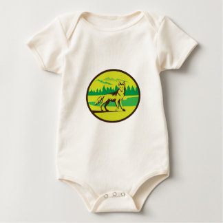 Retro oval del paisaje de la montaña del coyote body para bebé
