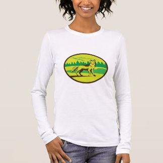 Retro oval del paisaje de la montaña del coyote camiseta de manga larga