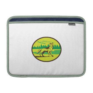 Retro oval del paisaje de la montaña del coyote funda para macbook air