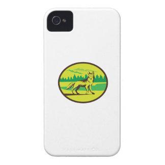 Retro oval del paisaje de la montaña del coyote iPhone 4 carcasa