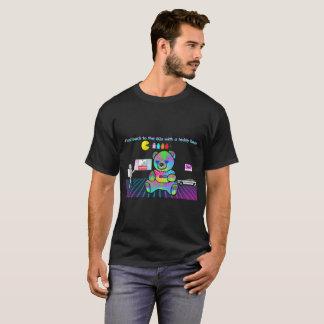 Retroceso a los años 80 con un oso de peluche camiseta