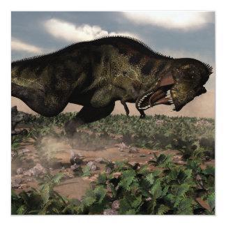 Rex del Tyrannosaurus que ruge en un triceratops Invitación 13,3 Cm X 13,3cm