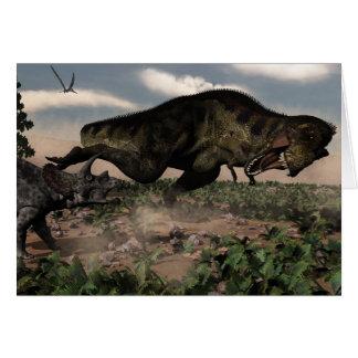Rex del Tyrannosaurus que ruge en un triceratops Tarjeta De Felicitación