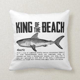 Rey de la playa del tiburón del vintage cojín decorativo