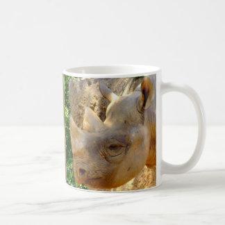Rinoceronte joven taza de café