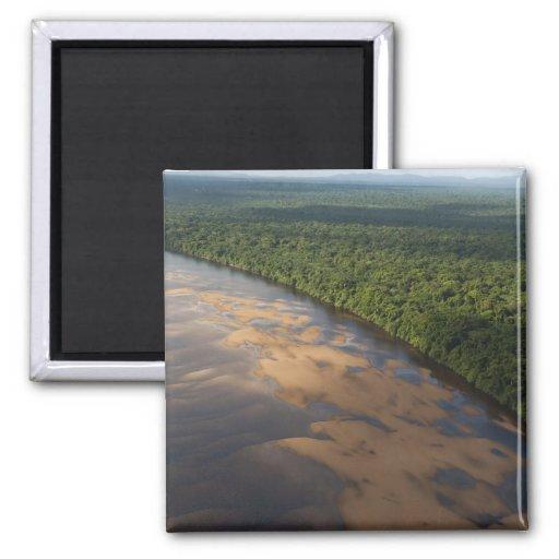 Río de Essequibo, el río más largo en Guyana, y 3 Iman Para Frigorífico