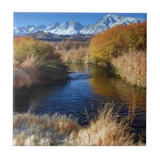 Río de Owens y montañas de Sierra Nevada del este Azulejo Cuadrado Pequeño