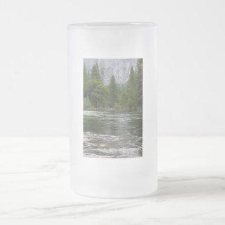 Río de Yosemite Merced Taza De Cristal
