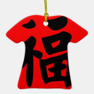 Riqueza en caligrafía del chino tradicional adorno de cerámica en forma de camiseta