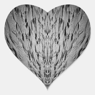Rivulets en una playa arenosa pegatina en forma de corazón