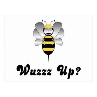 Robobee manosea la abeja Wuzz encima de la postal