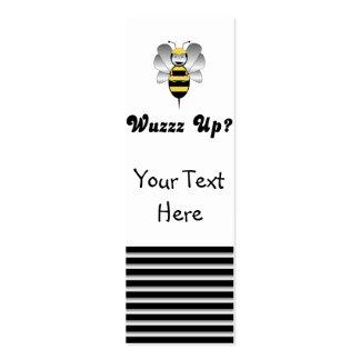 Robobee manosea la abeja Wuzz encima de la señal Plantillas De Tarjeta De Negocio